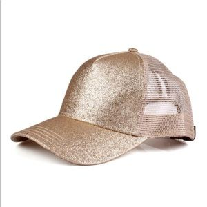 Gold cap with glitter
